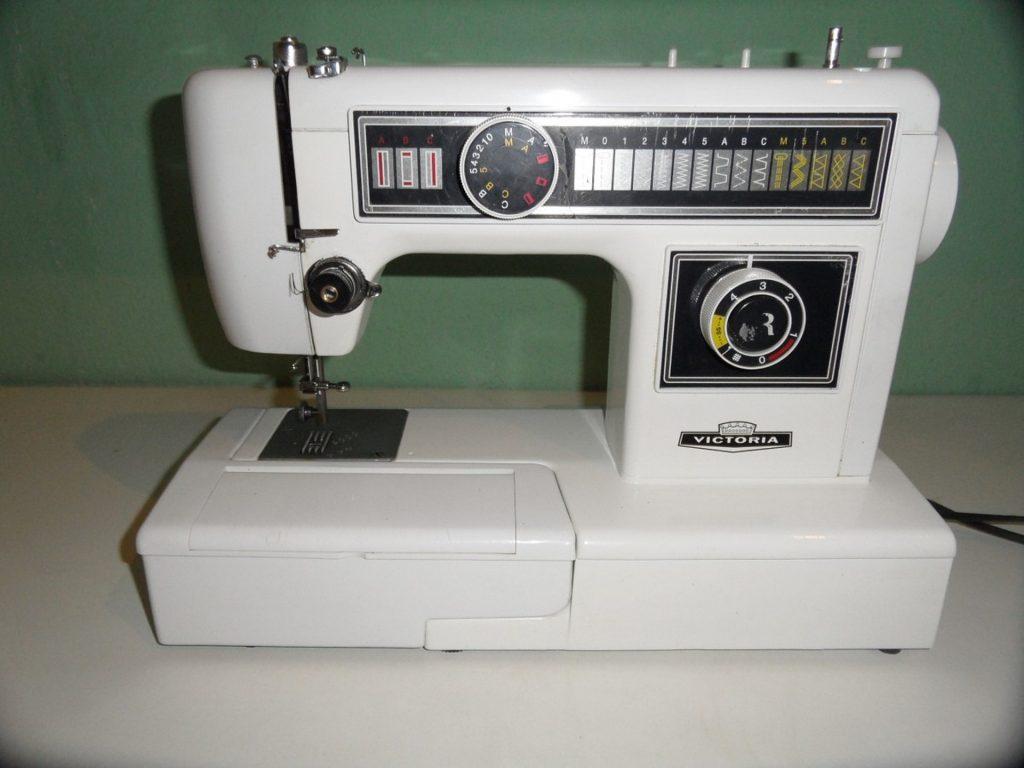 sewing-machine-677572_1920